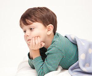 まだしてるけど大丈夫? 気になる子どもの「おねしょ」はいつまで見守るべき?
