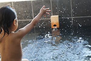 「自己肯定感」を伸ばし、脳トレーニングにも!親子で入浴のメリットとは