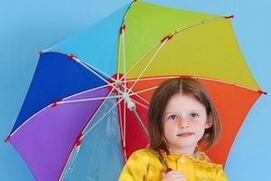 雨のシーズン到来!初めてのレイングッズはいつ、どこで買う?
