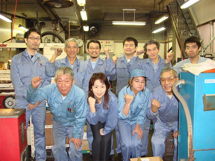 ダイヤ精機の社員の皆さまと諏訪社長