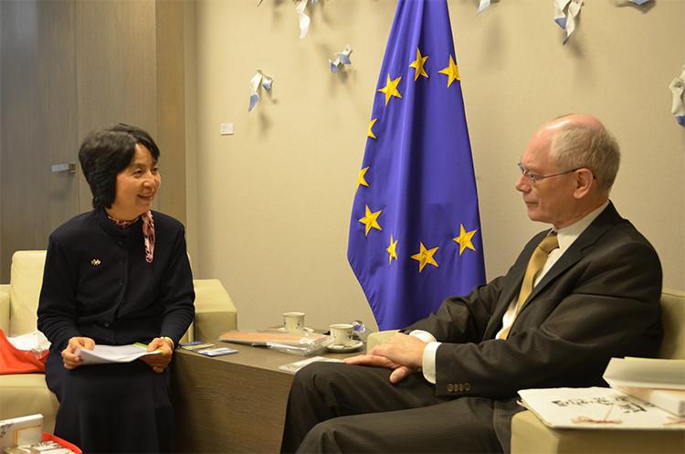 2014年1月 ブリュッセルのEU本部でEU大統領(当時)のファン=ロンパイ氏と