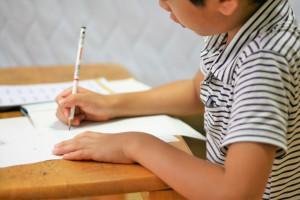 「中学受験しない」けど塾で勉強する子が増えている? 通う理由と塾の選び方