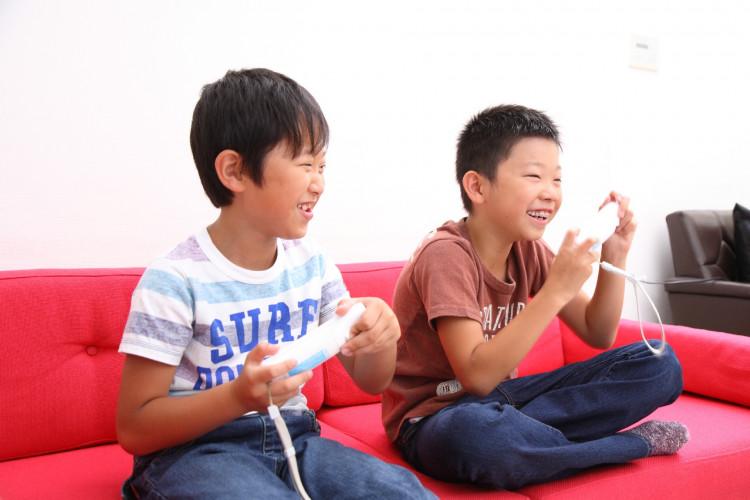 「友達とゲーム」の画像検索結果