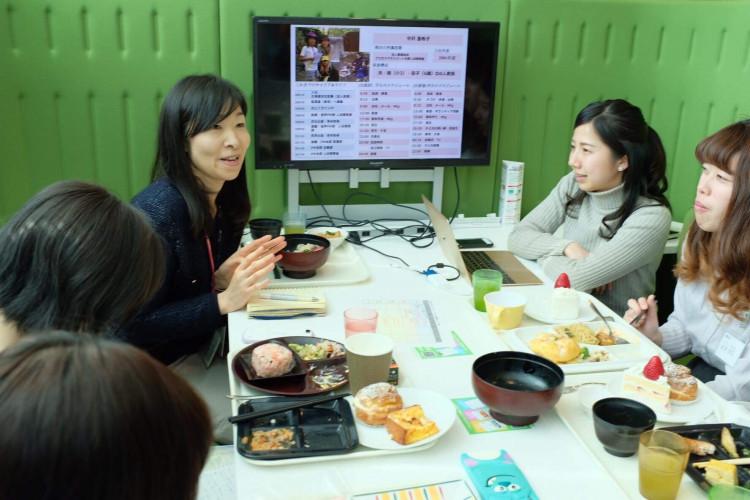 中沢さんと学生たち