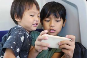 子どものスマホ利用。ネットリテラシー対策を十分に!