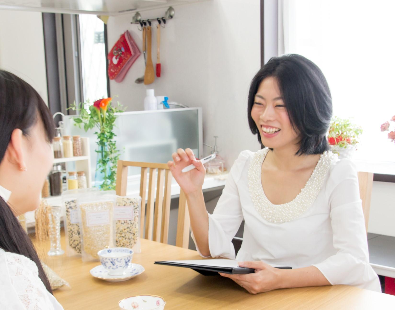 """「#ズボラ管理栄養士」としてSNSでも注目を浴びる三城円さんに聞く<br> 多忙なワーママに向けた """"力まない"""" 食と健康の話"""